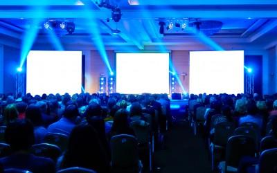 Gdzie usiąść  podczas konferencji? Krótka lekcja budowania wizerunku w biznesie.
